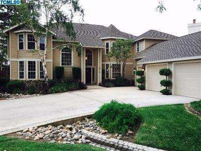 Visalia Single Family Home For Sale: 5618 W Elowin Drive