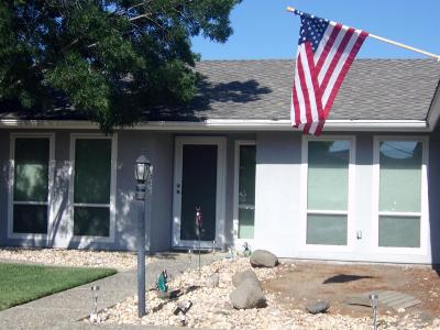 Hanford Single Family Home For Sale: 2115 Knowlwood Drive