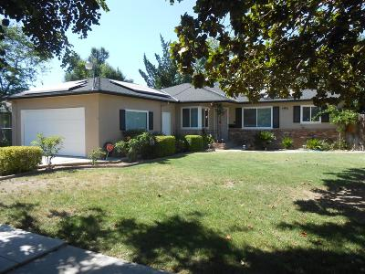 Single Family Home For Sale: 3517 E Donner Avenue