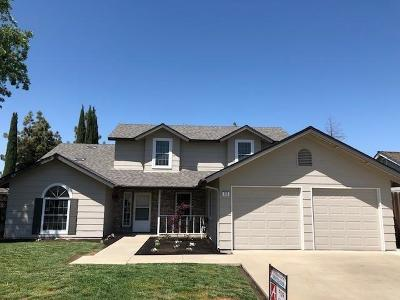 Hanford Single Family Home For Sale: 450 Palm Circle
