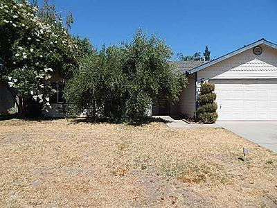 Kingsburg CA Single Family Home For Sale: $217,500