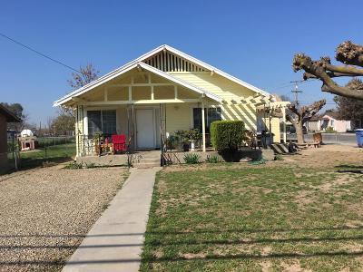 Selma CA Single Family Home For Sale: $160,000