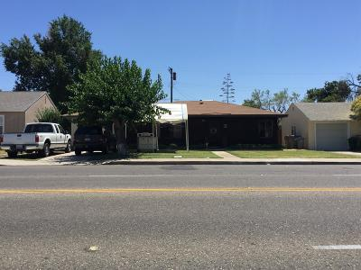 Fresno Single Family Home For Sale: 3852 E Clinton Avenue