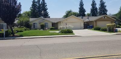 Kingsburg Single Family Home For Sale: 1130 Kamm Avenue