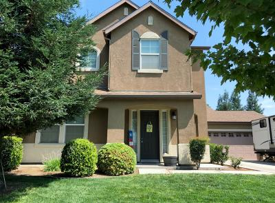 Reedley Single Family Home For Sale: 646 E Cambridge Drive