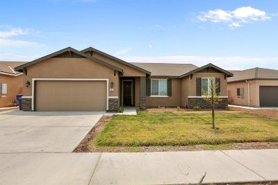 Hanford Single Family Home For Sale: 1653 W Acres Way