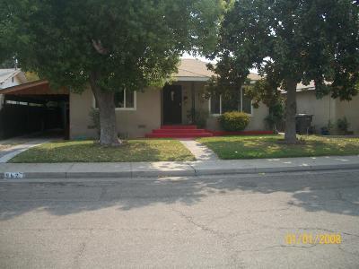 Kerman Single Family Home For Sale: 562 S 2nd Street