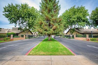 Fresno Condo/Townhouse For Sale: 4975 E Butler Avenue #133