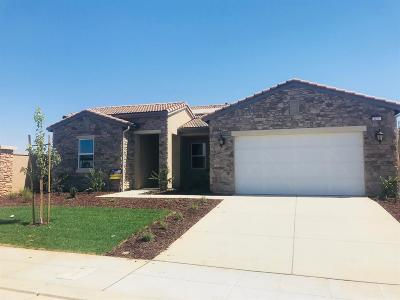 Madera Single Family Home For Sale: 623 S Blossom Way
