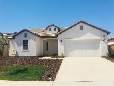 Madera Single Family Home For Sale: 624 S Blossom Way