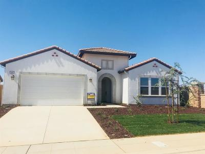 Madera Single Family Home For Sale: 604 S Blossom Way