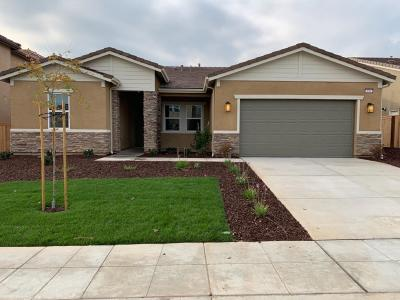 Madera Single Family Home For Sale: 656 S Blossom Way