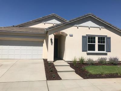 Clovis Single Family Home For Sale: 3535 Robinwood