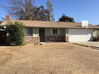 Visalia Single Family Home For Sale: 3946 W Howard Avenue