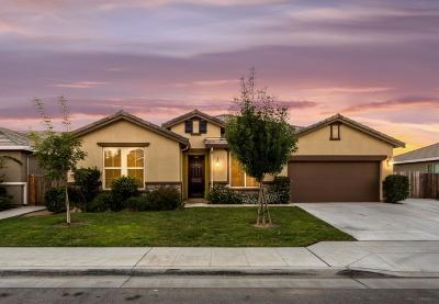 Single Family Home For Sale: 3033 N Applegate Avenue