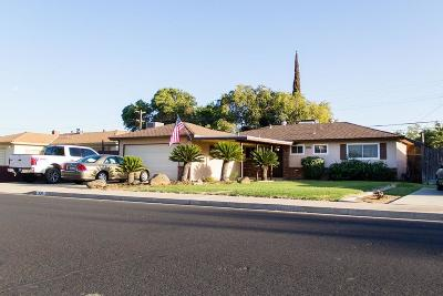 Clovis Single Family Home For Sale: 934 W Fairmont Avenue
