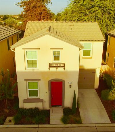 Clovis Single Family Home For Sale: 1224 Royalty Way
