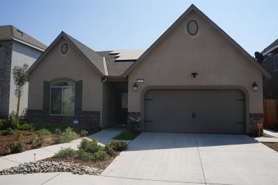 Clovis Single Family Home For Sale: 2159 La Canada Avenue
