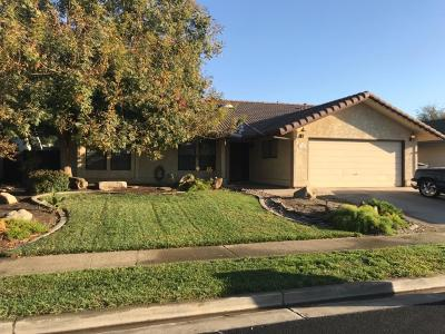 Hanford Single Family Home For Sale: 1236 Dominic Way