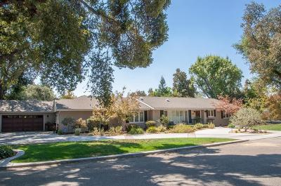 Visalia Single Family Home For Sale: 2303 W Sunset Drive