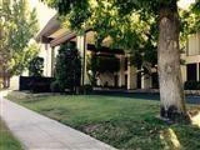 Fresno Condo/Townhouse For Sale: 4919 N Millbrook Avenue #107