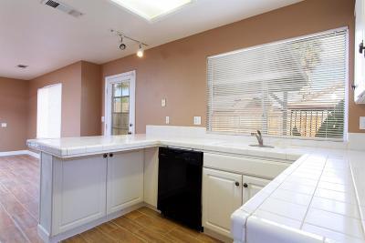 Hanford Single Family Home For Sale: 856 E Julia Way