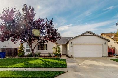 Single Family Home For Sale: 3647 N Laverne Avenue