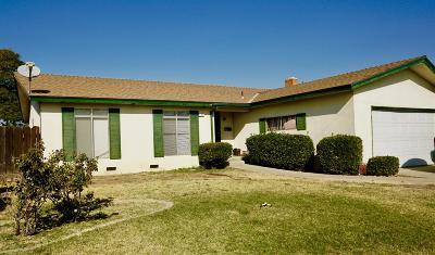 Clovis Single Family Home For Sale: 657 W Ashcroft Avenue