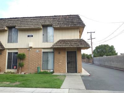 Fresno Condo/Townhouse For Sale: 4136 N Thesta Street #1