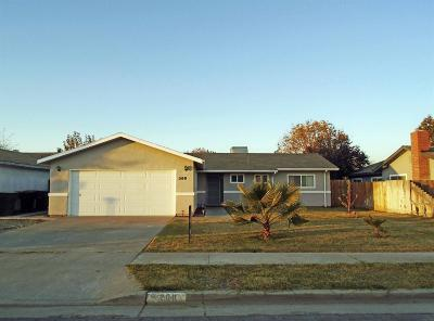 Hanford Single Family Home For Sale: 200 E Sherwood Drive
