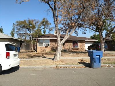 Fresno Single Family Home For Sale: 1916 W Buckingham Way