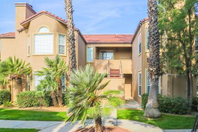 Fresno Condo/Townhouse For Sale: 8153 N Cedar Avenue #121