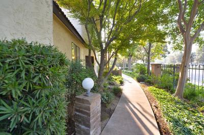 Fresno Condo/Townhouse For Sale: 2890 Huntington Boulevard #122