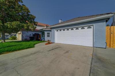 Clovis Single Family Home For Sale: 833 Garland Avenue