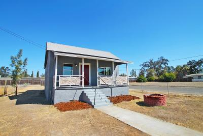 Hanford Single Family Home For Sale: 330 E Cameron Street