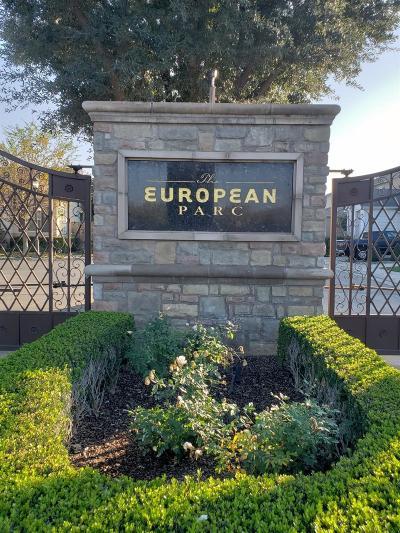 Clovis Single Family Home For Sale: 643 W Madrid Lane