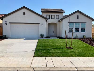 Madera Single Family Home For Sale: 745 Blossom Way S