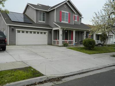 Reedley Single Family Home For Sale: 2167 N East Court