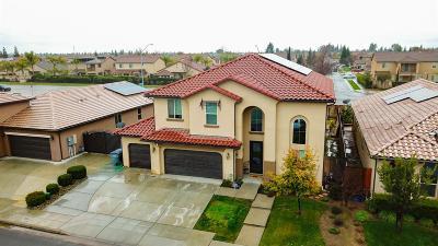 Fresno Single Family Home For Sale: 6727 W Calimyrna Avenue