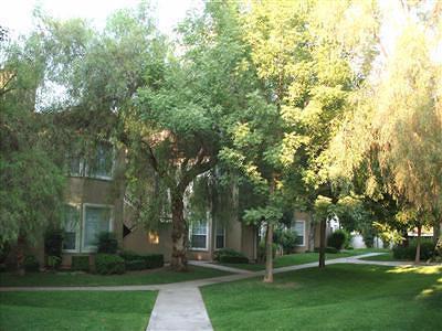 Fresno Condo/Townhouse For Sale: 8147 N Cedar Avenue #115