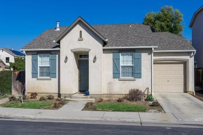 Clovis Single Family Home For Sale: 637 W Edinburgh Lane