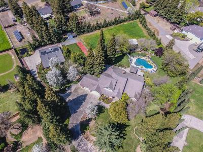 Clovis Single Family Home For Sale: 10681 E San Jose Ave