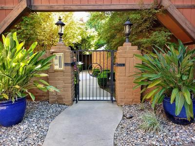 Condo/Townhouse For Sale: 5458 N Del Mar Avenue #102