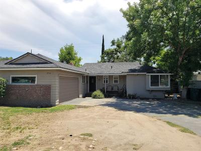 Single Family Home For Sale: 2952 E Dakota Avenue