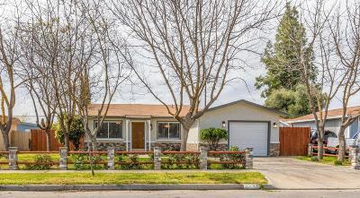 Single Family Home For Sale: 3631 N Ezie Avenue