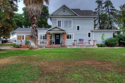 Single Family Home For Sale: 7025 E Laurel Avenue