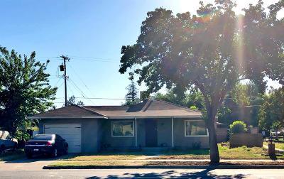Single Family Home For Sale: 3753 N Fresno Street