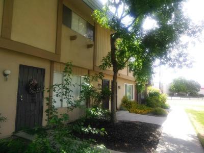 Fresno Condo/Townhouse For Sale: 5188 E Ashlan Avenue #117
