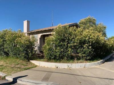 Single Family Home For Sale: 5505 E Tulare Avenue
