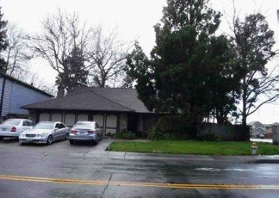 Out Of Area Single Family Home For Sale: 1590 Pebblewood Drive